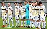 Sons players observe the one minute silence for Remembrance Day 1